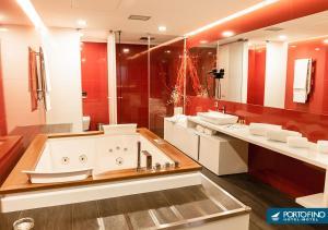 Uma casa de banho em Motel Portofino
