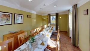 A restaurant or other place to eat at Hotel Residenz23
