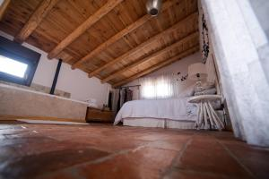 A bed or beds in a room at El Zaguán