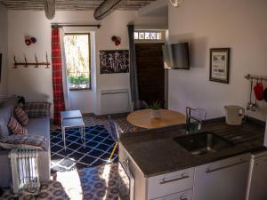 A kitchen or kitchenette at Clos des Muettes