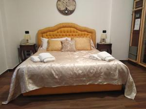 A bed or beds in a room at B&Bobo