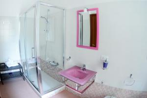 A bathroom at Acquamarina b&b