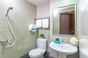 A bathroom at Hotel 81 Balestier (SG Clean)