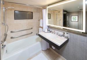 A bathroom at Arizona Biltmore A Waldorf Astoria Resort