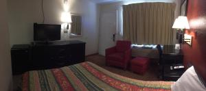 A seating area at Hilltop Inn & Suites