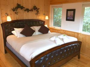 A bed or beds in a room at Evergreen Townhomes