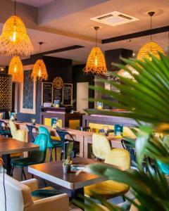 The lounge or bar area at Le Safari Hotel Restaurant