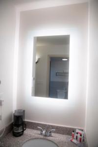 A bathroom at Howard Johnson by Wyndham Allentown/Dorney Hotel & Suites