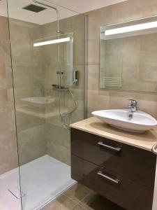 A bathroom at Hôtel Casa Bianca