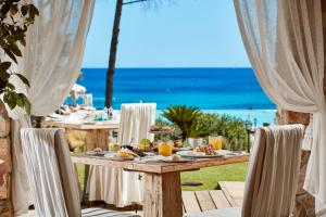 A restaurant or other place to eat at La Villa Del Re - Adults Only - Small Luxury Hotels of the World