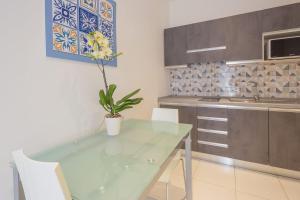 A kitchen or kitchenette at La Casa Sul Corso