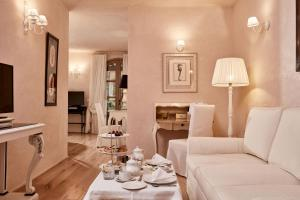 A seating area at La Villa Del Re - Adults Only - Small Luxury Hotels of the World