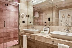 A bathroom at La Villa Del Re - Adults Only - Small Luxury Hotels of the World