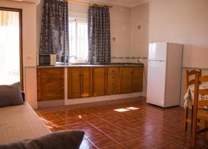 A kitchen or kitchenette at Apartamentos Bellavista Bolonia
