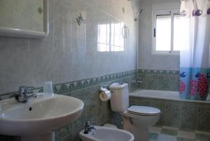 A bathroom at Apartamentos Bellavista Bolonia