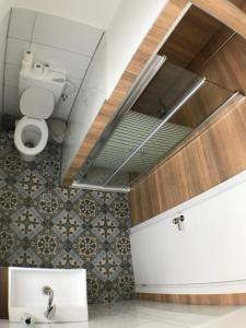 A bathroom at Haifa Hostel
