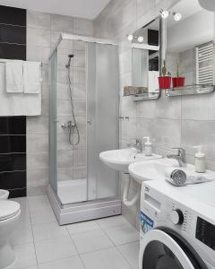 A bathroom at Moodeight Apartments