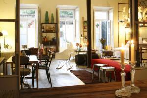 Un restaurante o sitio para comer en Casa das Janelas com Vista