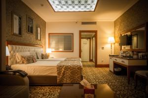 A bed or beds in a room at Ramada Sulaymaniyah