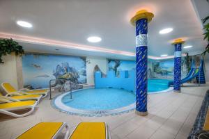 The swimming pool at or near Hotel Zauchenseehof