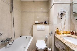 A bathroom at Beach Hotel Noordwijk