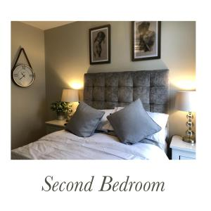 A bed or beds in a room at Luxury Waterfront Apartment Belfast City Titanic Quarter
