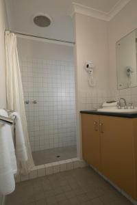 A bathroom at Amalfi Resort