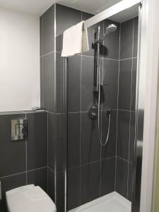 A bathroom at ibis budget Leicester