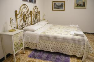 A bed or beds in a room at B&B Antica Dimora