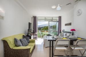A seating area at Apartamentos Estudio Nuevo en Puerto de la Cruz