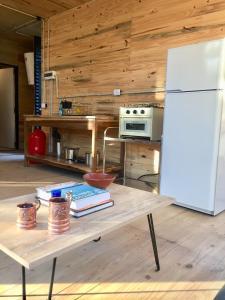 Una cocina o kitchenette en Cabañas Isla San Jose