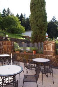 Ein Restaurant oder anderes Speiselokal in der Unterkunft La Petite Provence