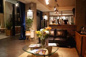 The lobby or reception area at Verso Hotel