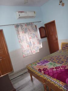 A bed or beds in a room at Hotel Sajan