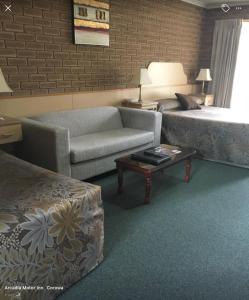 A seating area at Arcadia Motor Inn