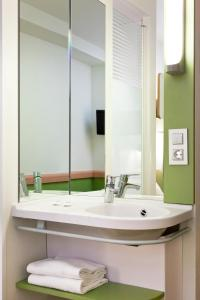 Un baño de ibis budget Alicante