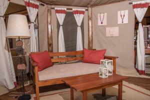 Coin salon dans l'établissement Elephant Bedroom Camp - Samburu