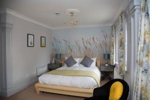 A bed or beds in a room at Carlton Court