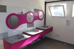 Salle de bains dans l'établissement PLANETE MOBIL HOMES - Camping Riva Bella