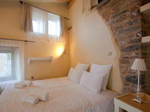 Een bed of bedden in een kamer bij Cressa Ghitonia Village