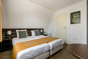 A bed or beds in a room at Hotel Randduin