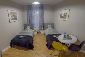 A bed or beds in a room at Czarna Owca- Pokoje Gościnne
