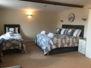 A bed or beds in a room at Alexander Park Resort