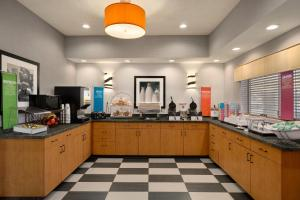 A restaurant or other place to eat at Hampton Inn Phoenix-Midtown-Downtown Area