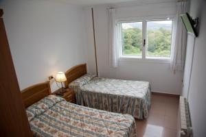 A bed or beds in a room at Pension Casa Manolo