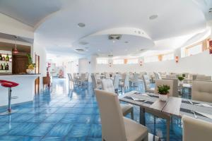 A restaurant or other place to eat at Hotel Sole Splendid