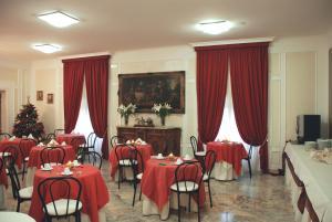 Restaurant ou autre lieu de restauration dans l'établissement Orazia Hotel