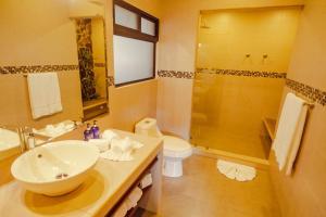 A bathroom at Hotel & Spa Poco a Poco - Costa Rica