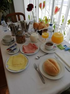 Breakfast options available to guests at Residencial D. João III