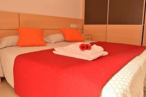 A bed or beds in a room at Apartamentos Navas
